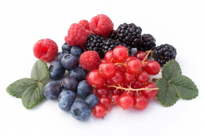 frutas berries, frutas vermelhas amontoadas, vários tons de vermelho