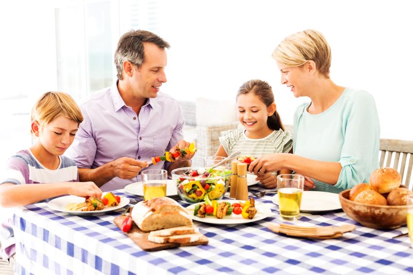 Como ensinar crian as a comer bem mesa claudia matarazzo for Mesa de comer
