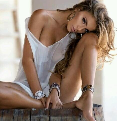 jlo_sensual_amenimario-e1457537648898.jpg