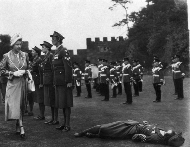 uk-honor-guard-femaly-soldiers_01